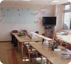 """<img class=""""alignnone wp-image-439 size-full"""" src=""""https://www.kaisei-lavender.net/wp-content/uploads/2019/02/floor1_rehabiliscene02.jpg"""" alt=""""通所リハビリテーションルーム"""" width=""""300"""" height=""""267"""" /> 通所リハビリテーションルーム"""